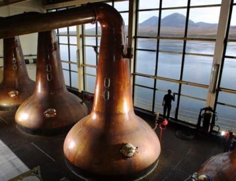 Industria whiskey-ului scoţian, lovită de criză la începutul lui 2014