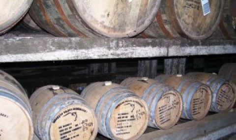 Maturarea whisky-ului în butoaie mici, din ce în ce mai apreciată
